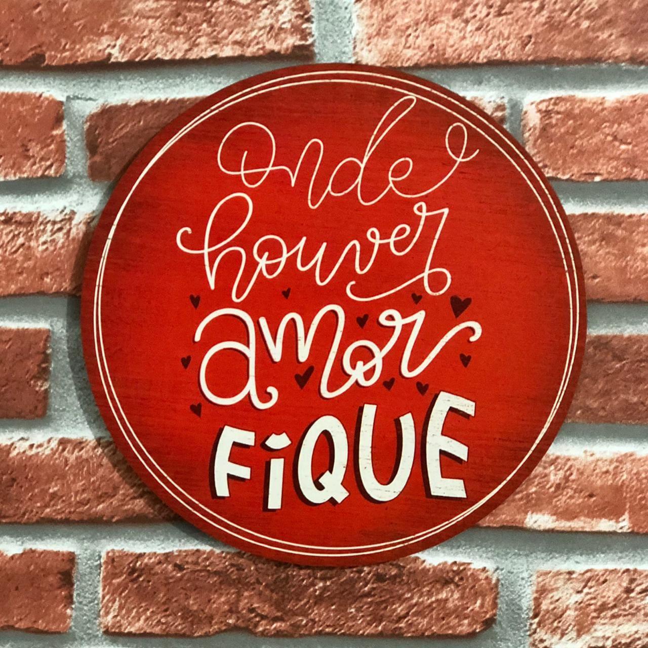 """Placa Decorativa com Frase """"Onde houver amor FIQUE"""""""