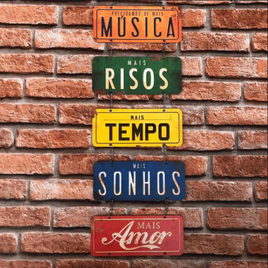 """Placa Decorativa com Corrente """"Música"""""""