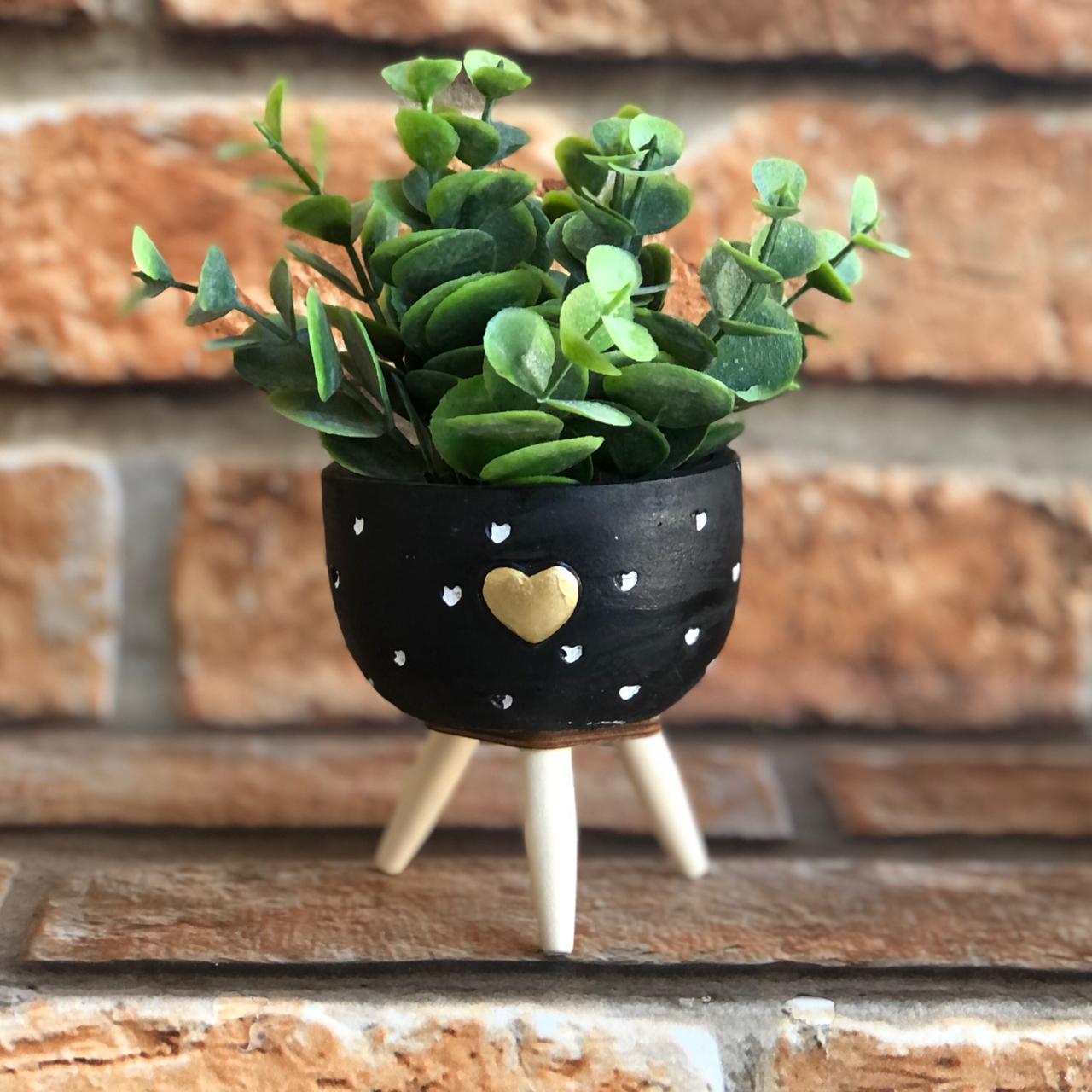 Vaso Decorativo Cimento com Suporte de Madeira Coração