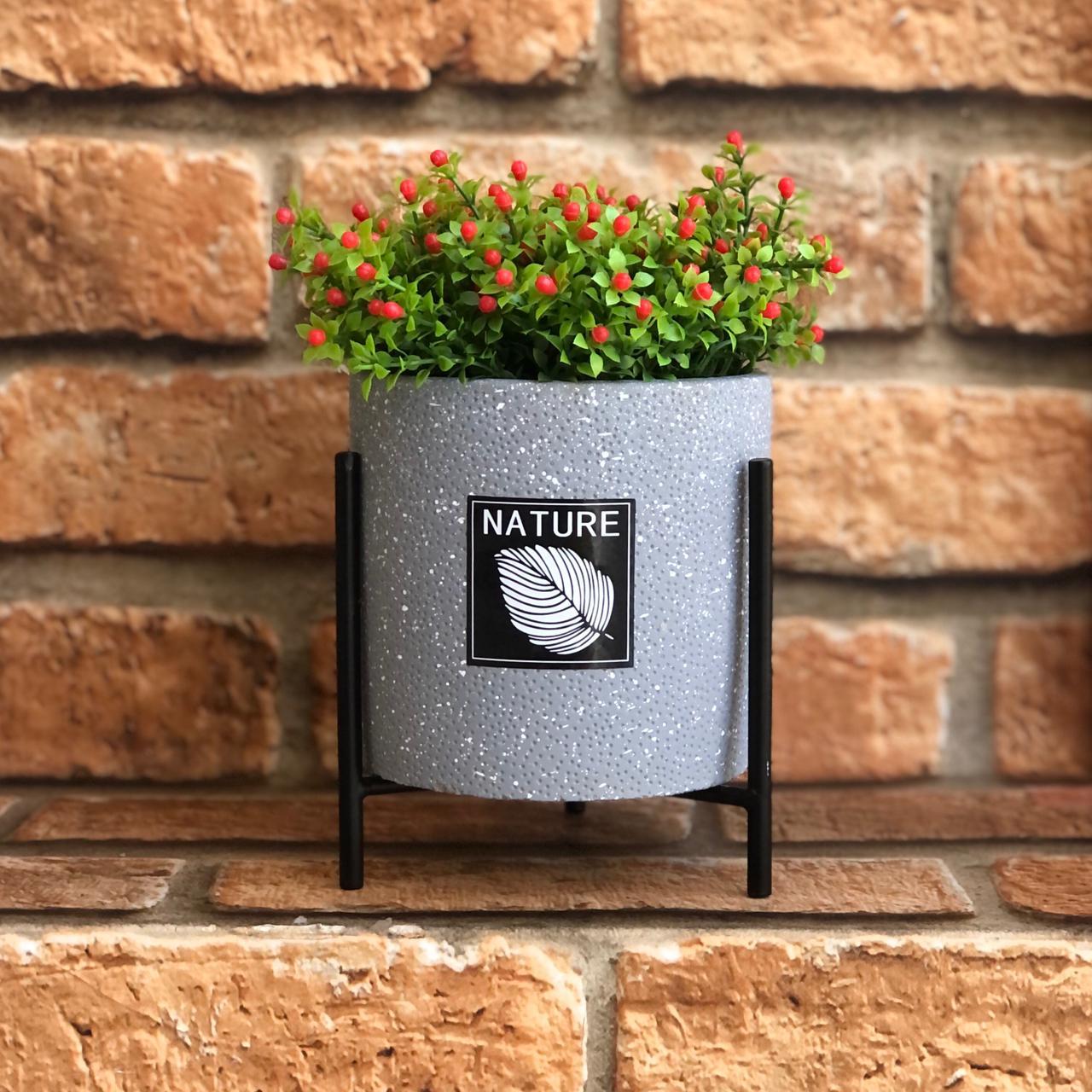 Vaso Decorativo de Cimento Nature com Suporte Metal