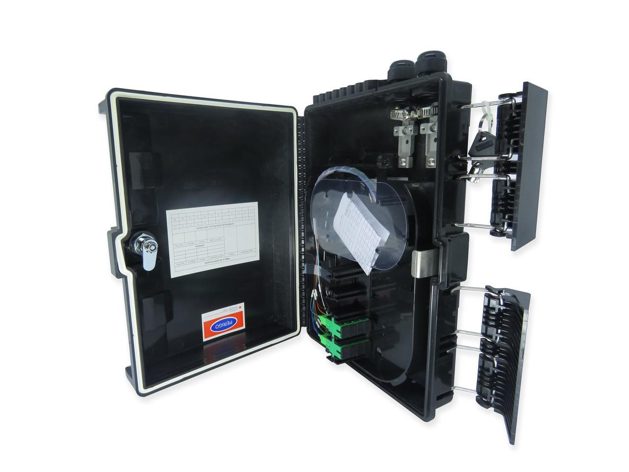CTO 1x8 APC - Montada com um splitter 1x8 sc/apc e adaptadores