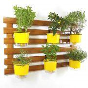 Horta Vertical Imbuia 60x100cm com 6 suportes e 6 Vasos Auto Irrigáveis Amarelos