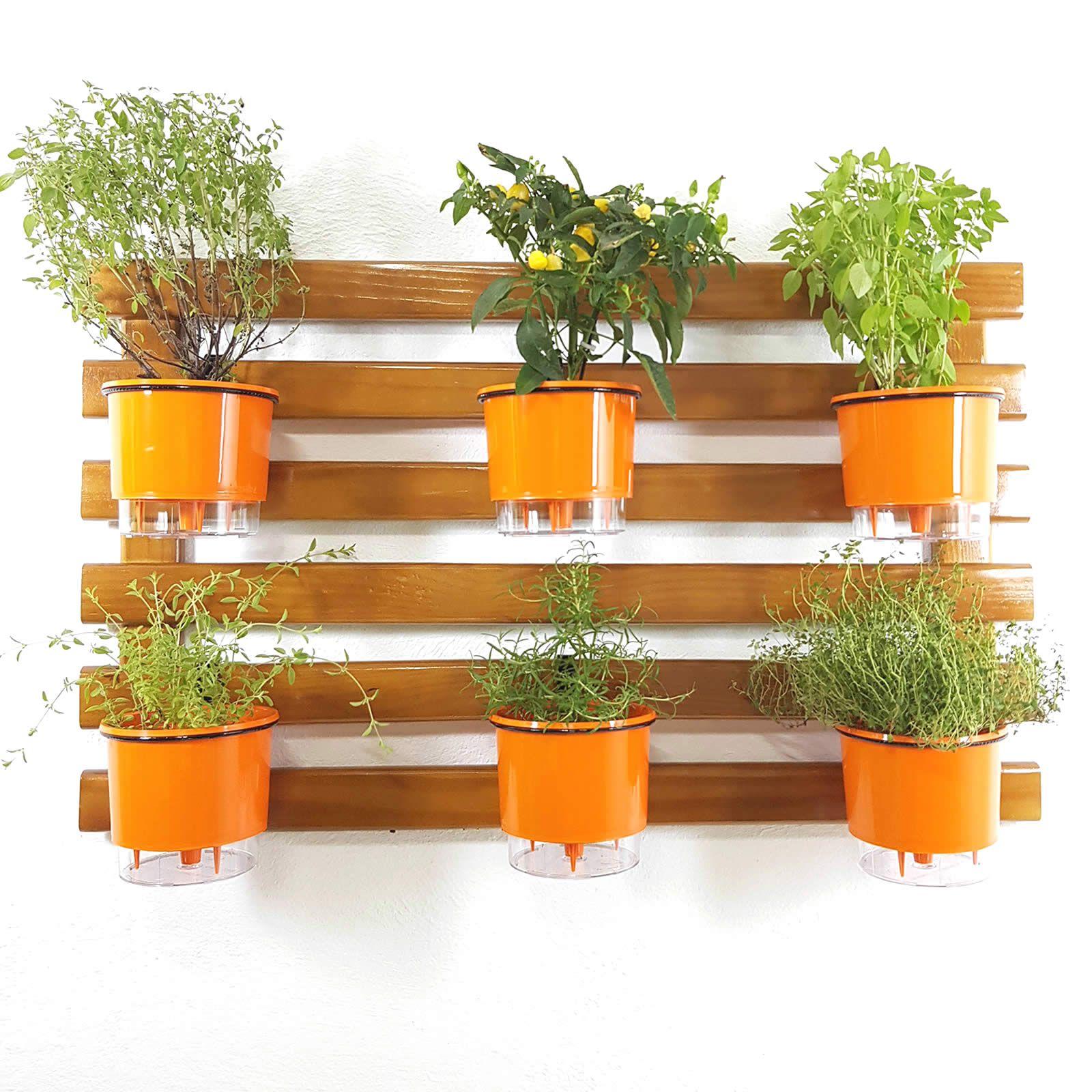 Horta Vertical Imbuia 60x100cm com 6 suportes e 6 Vasos Auto Irrigáveis Laranja