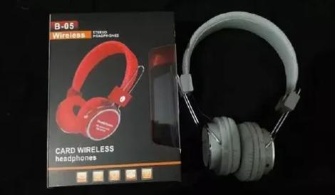 Fone de Ouvido Bluetooth B05 Preto