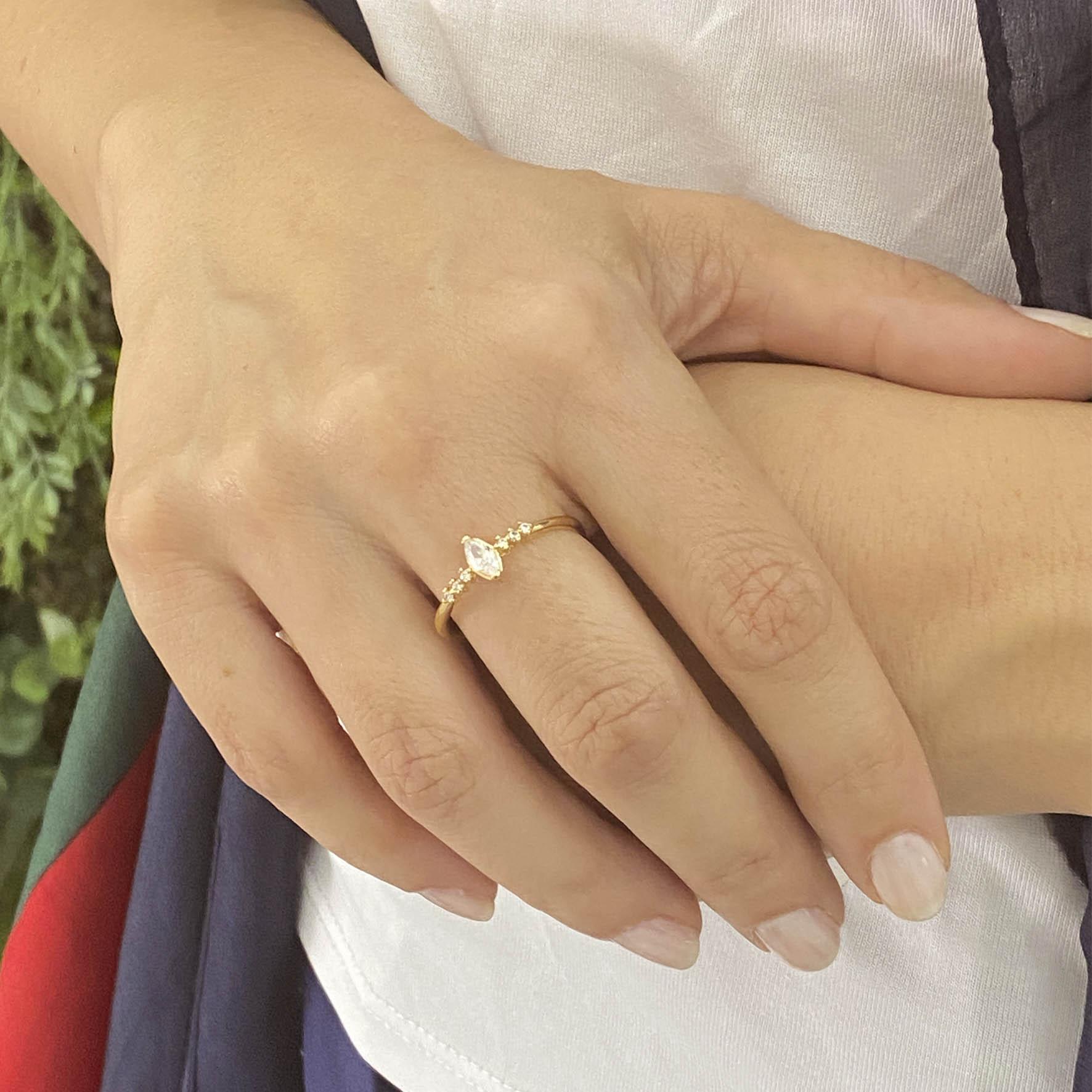 anel fino com cristal banhado a ouro 18k