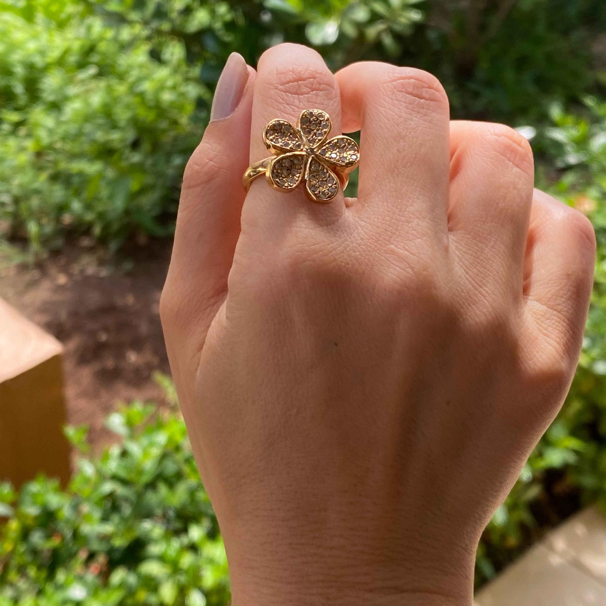 Anel flor com zircônia banhado a ouro 18k