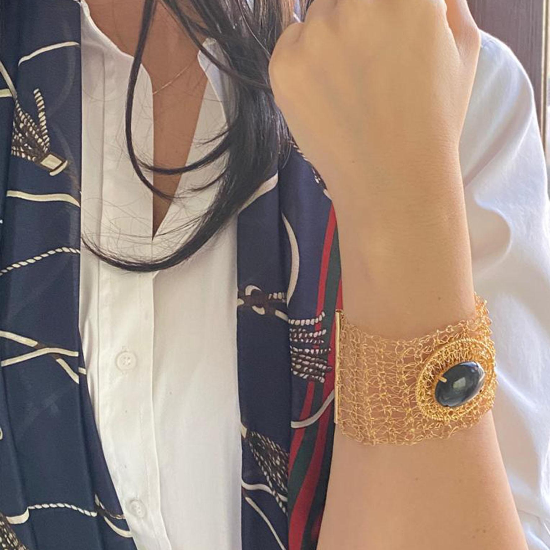 bracelete crochê com ônix banhado a ouro 18k