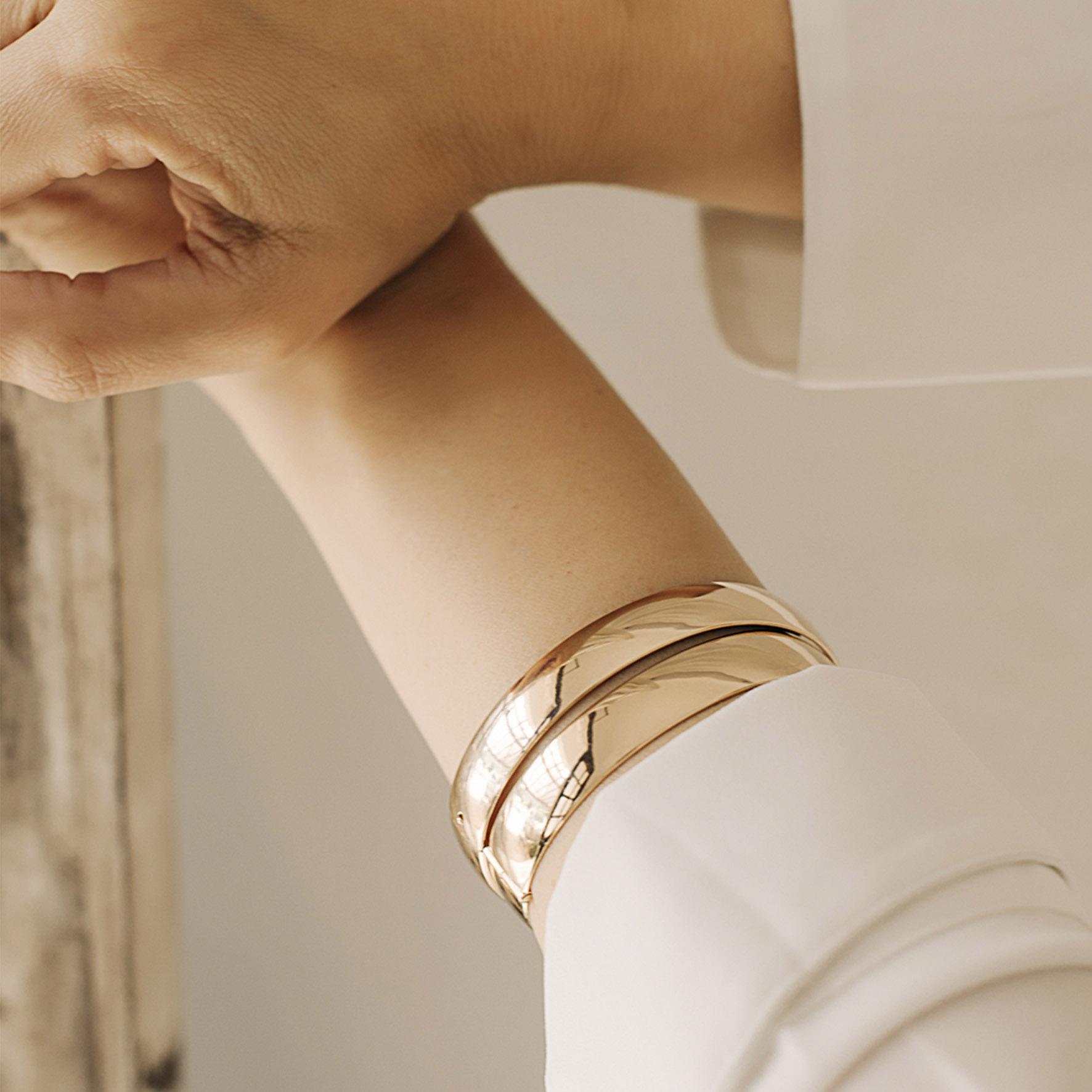 Bracelete liso chapa banhado a ouro 18k