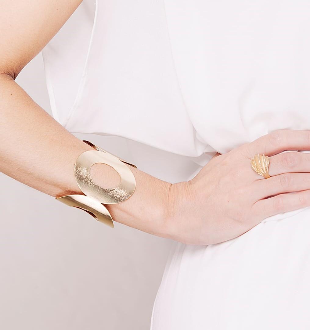 Bracelete oval vazado banho de ouro 18k