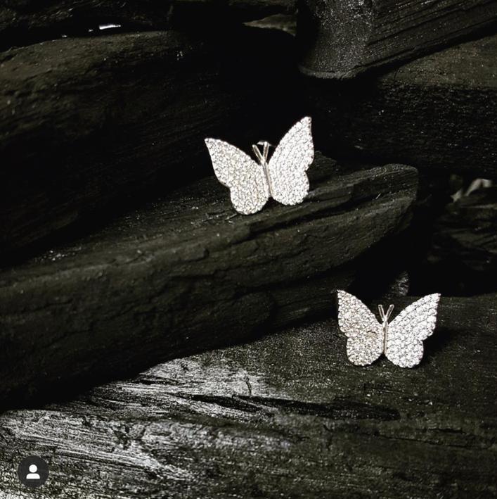 Brinco borboleta cravejada banhado ouro 18k e ródio branco