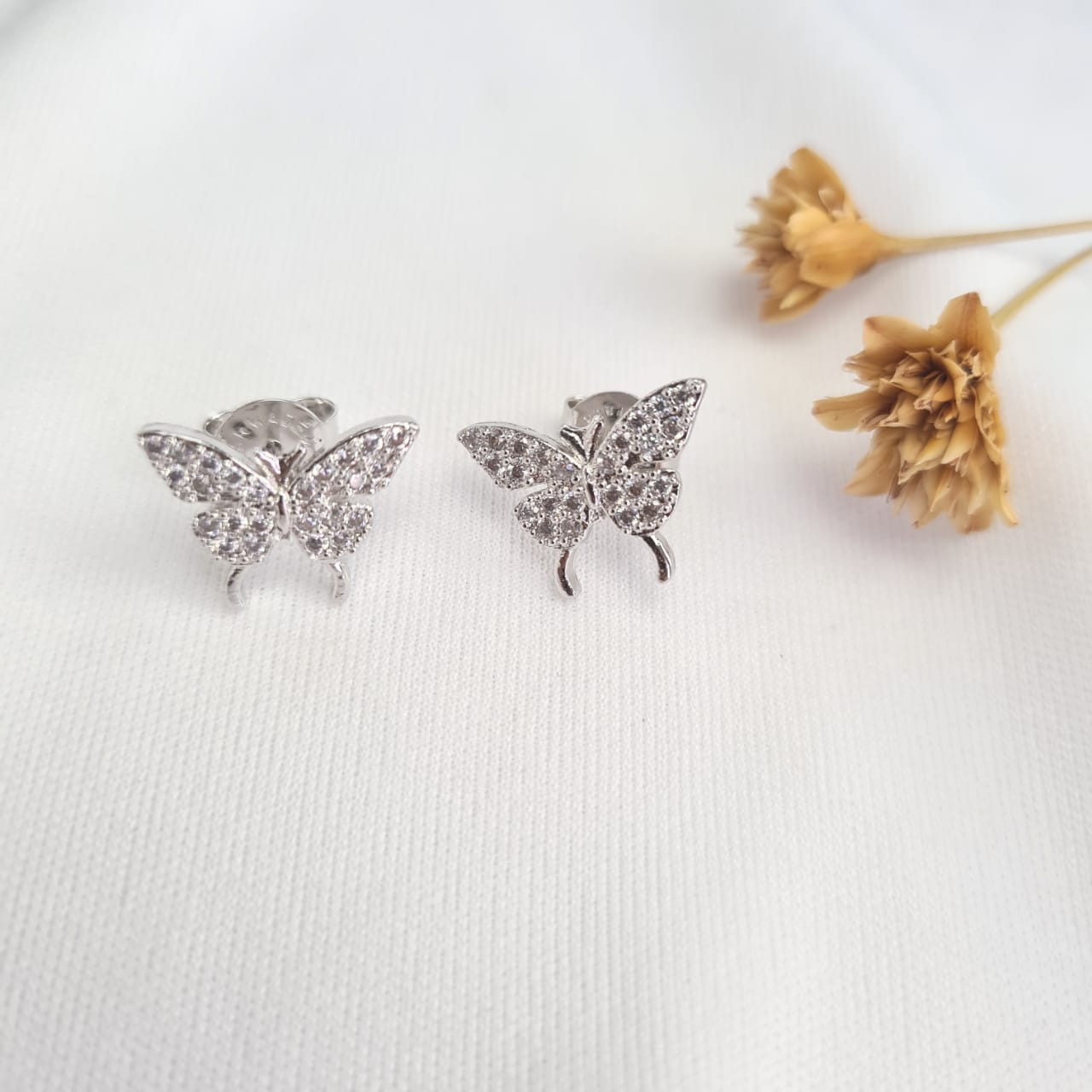 Brinco butterfly  banhado a ouro 18k e ródio branco