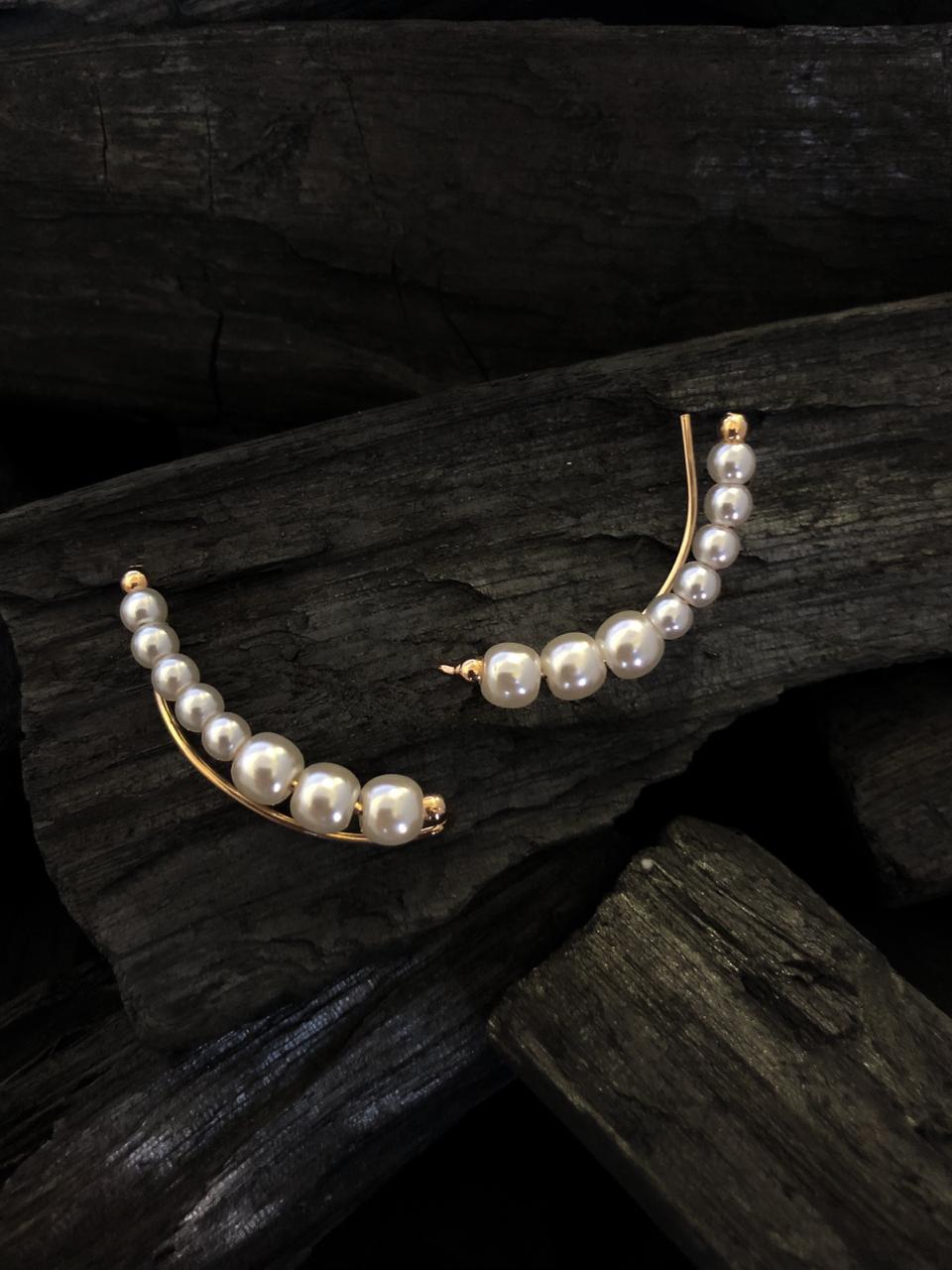 Brinco Ear cuff pérola importada  banhado a ouro 18k