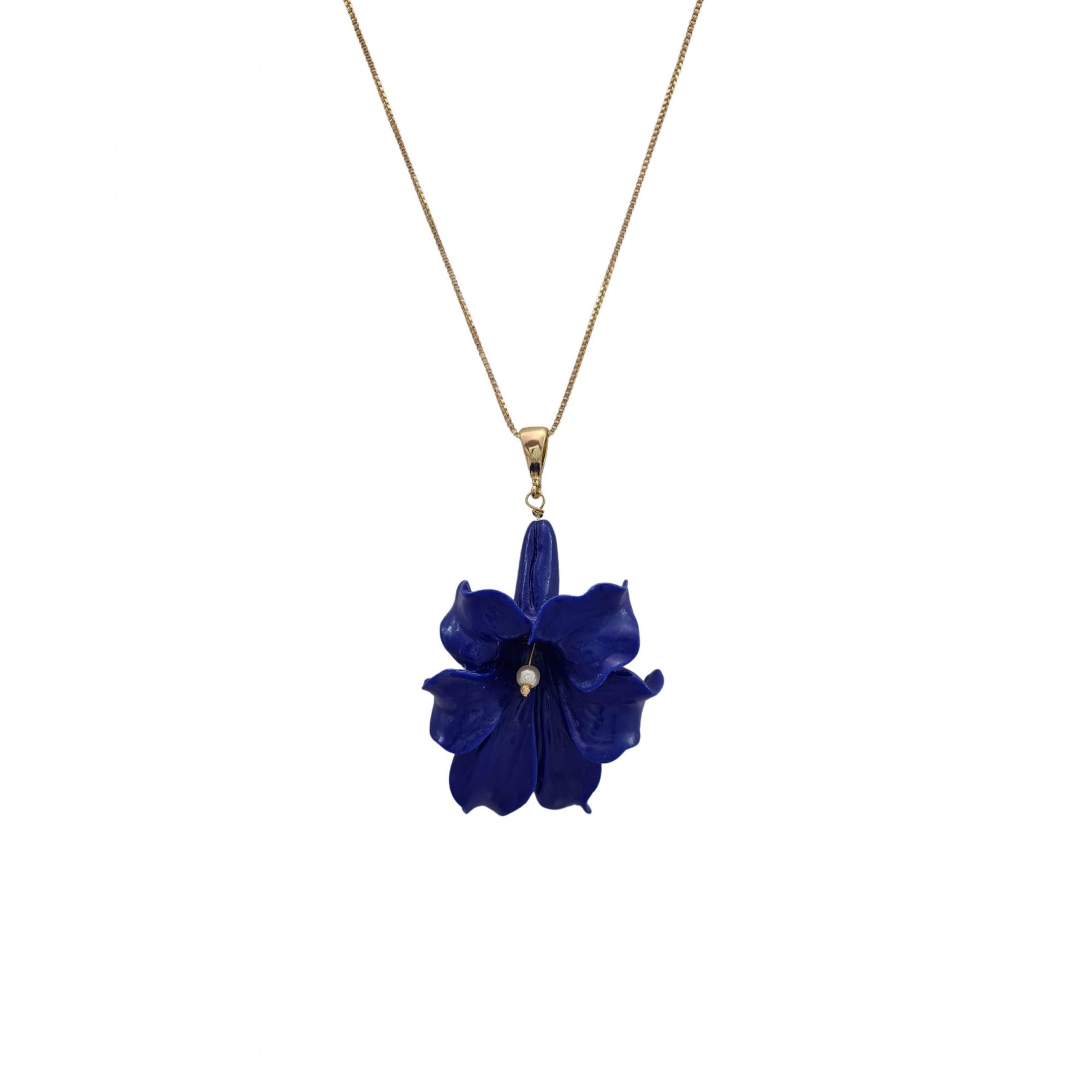 Colar flor copo de leite dark blue banhado a ouro 18k
