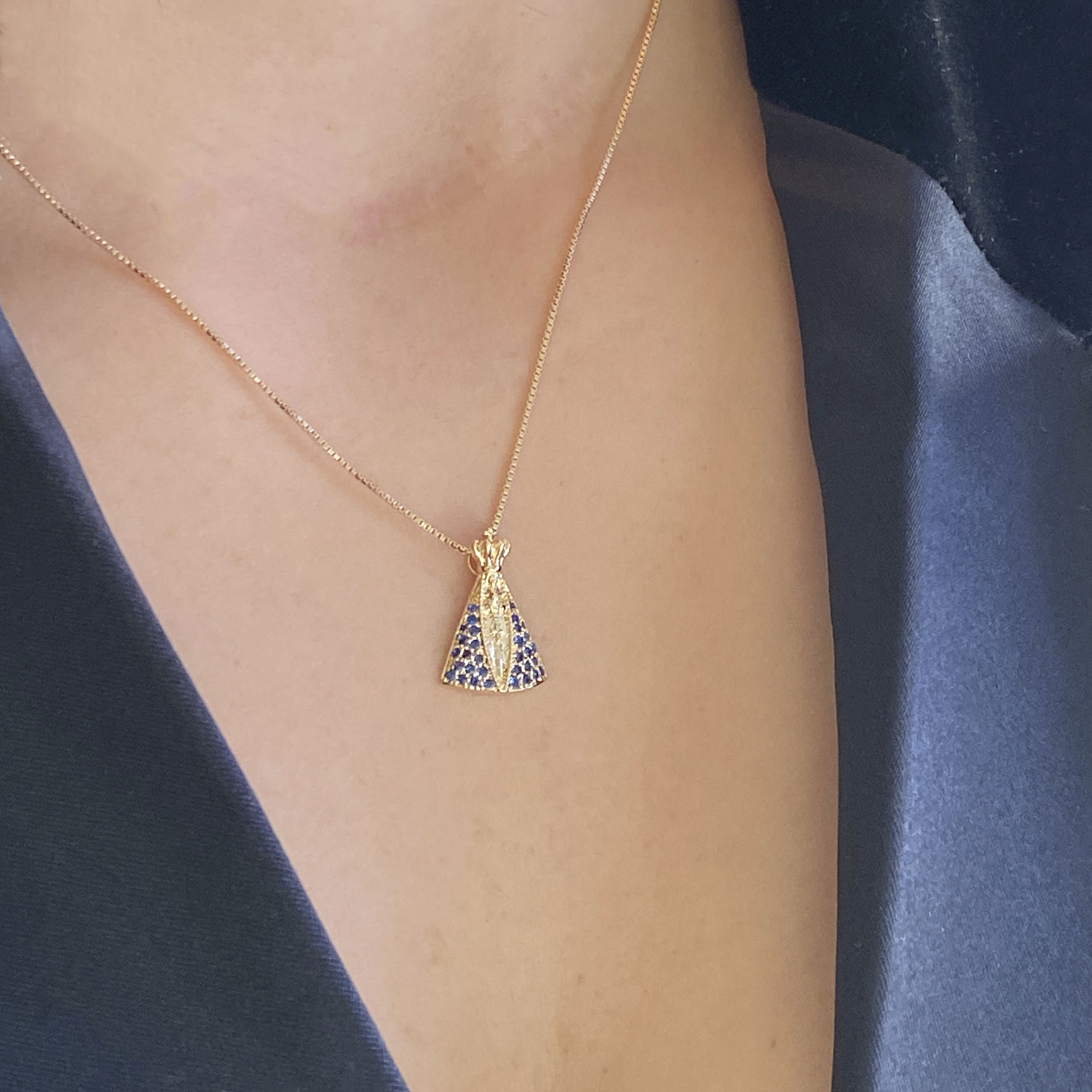 colar nossa senhora zircônia azul banhada a ouro 18k