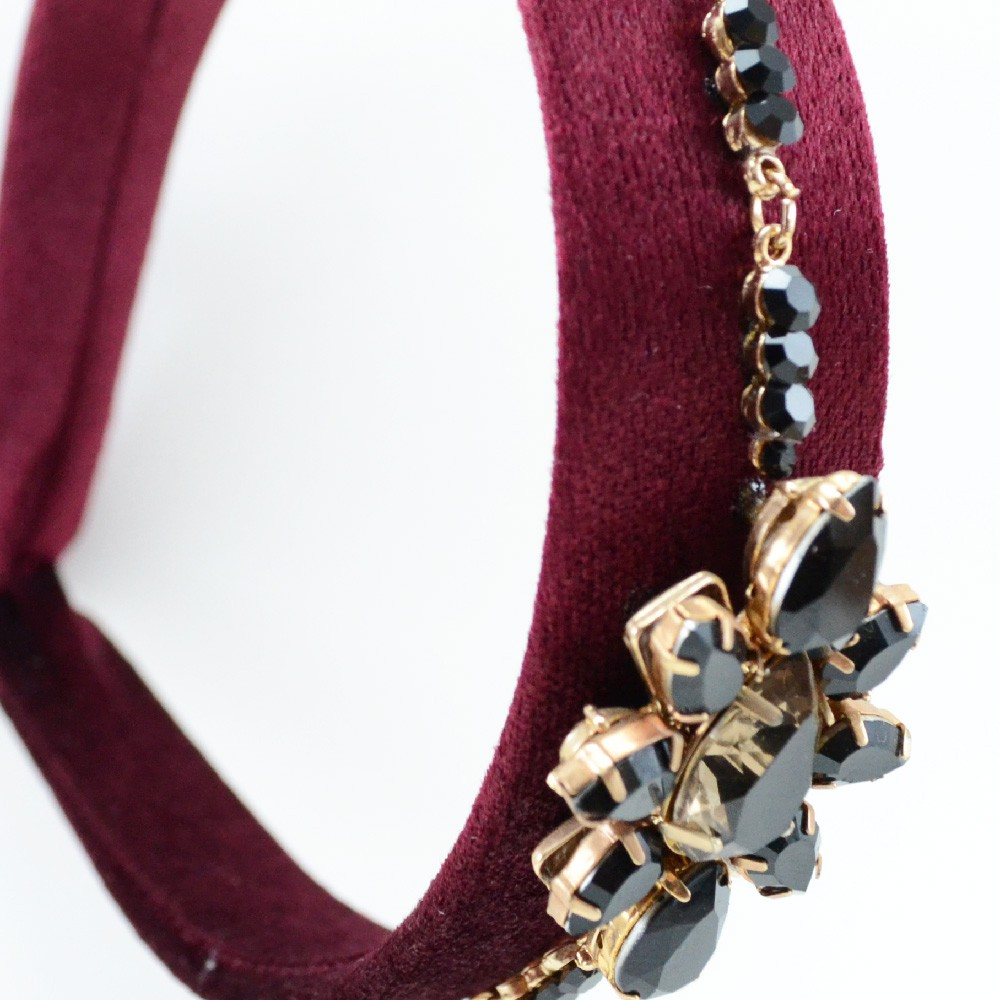 Tiara Iza Perobelli forrada com strass e pedras de resinas
