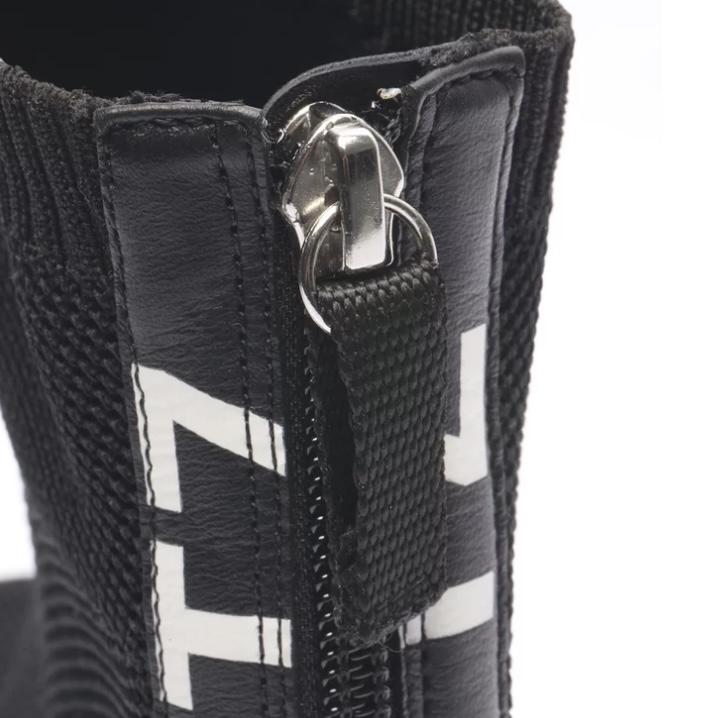Bota Schutz Salto Baixo Cano Curto Tratorada Knit Preta