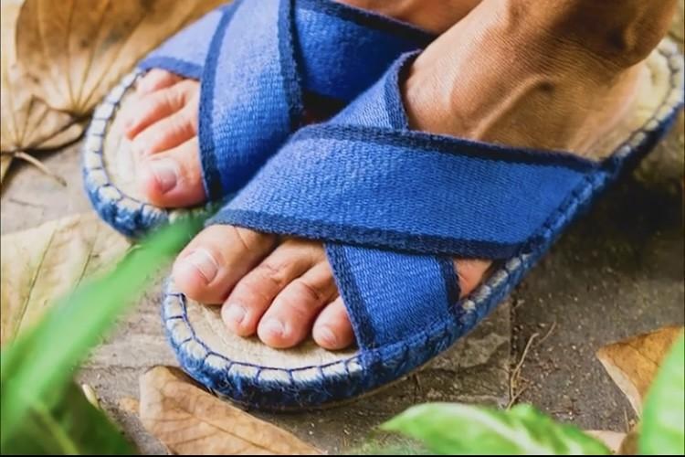 Chinelo Farm Artesana Urca Tiras cruzadas Jeans