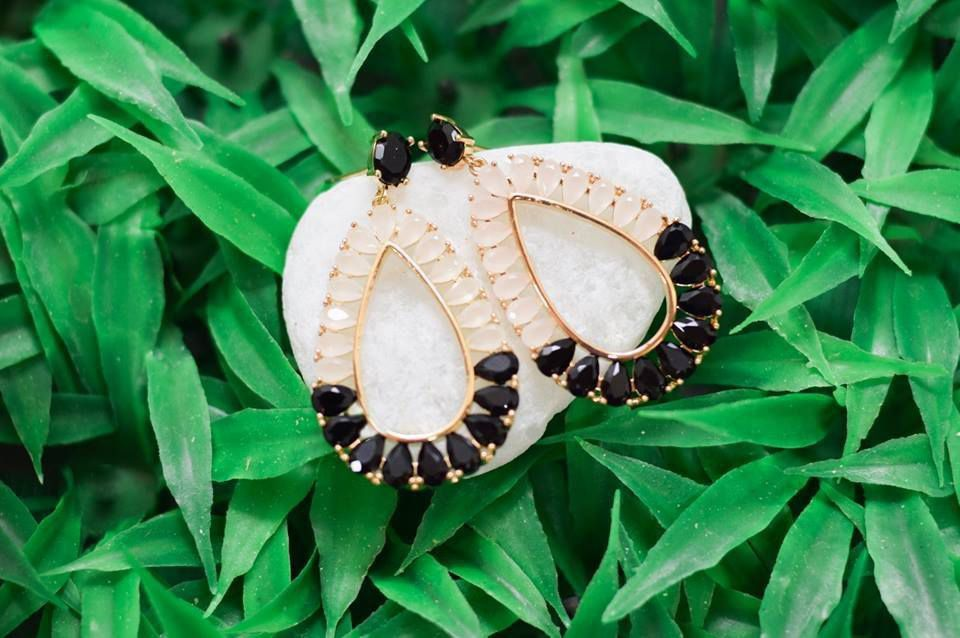 Brinco Innovation Negro e Cristal Leitoso - Ouro