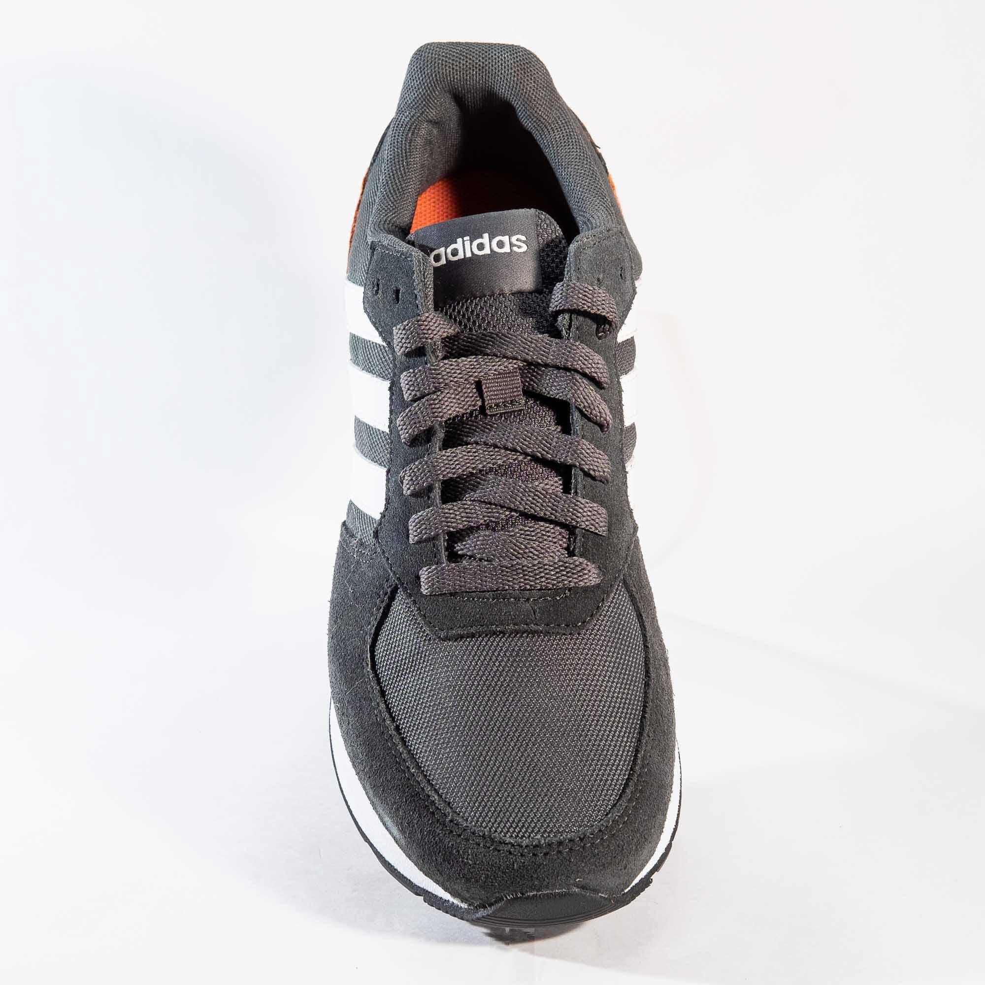 Tênis Adidas 8K