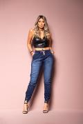Calça Jeans Jogger Feminina Azul Médio com Ilhós na Barra