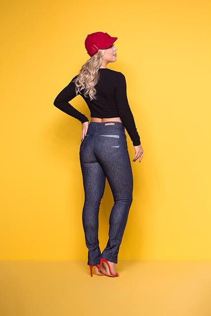 Calça Jeans Feminina Azul Escuro Brilhante de Cintura Alta e Barra Aberta
