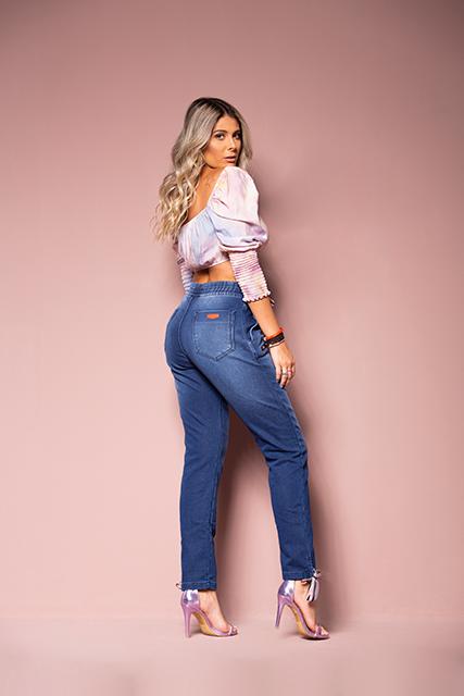 Calça Jeans Jogger Feminina Azul Médio com Detalhe na Barra