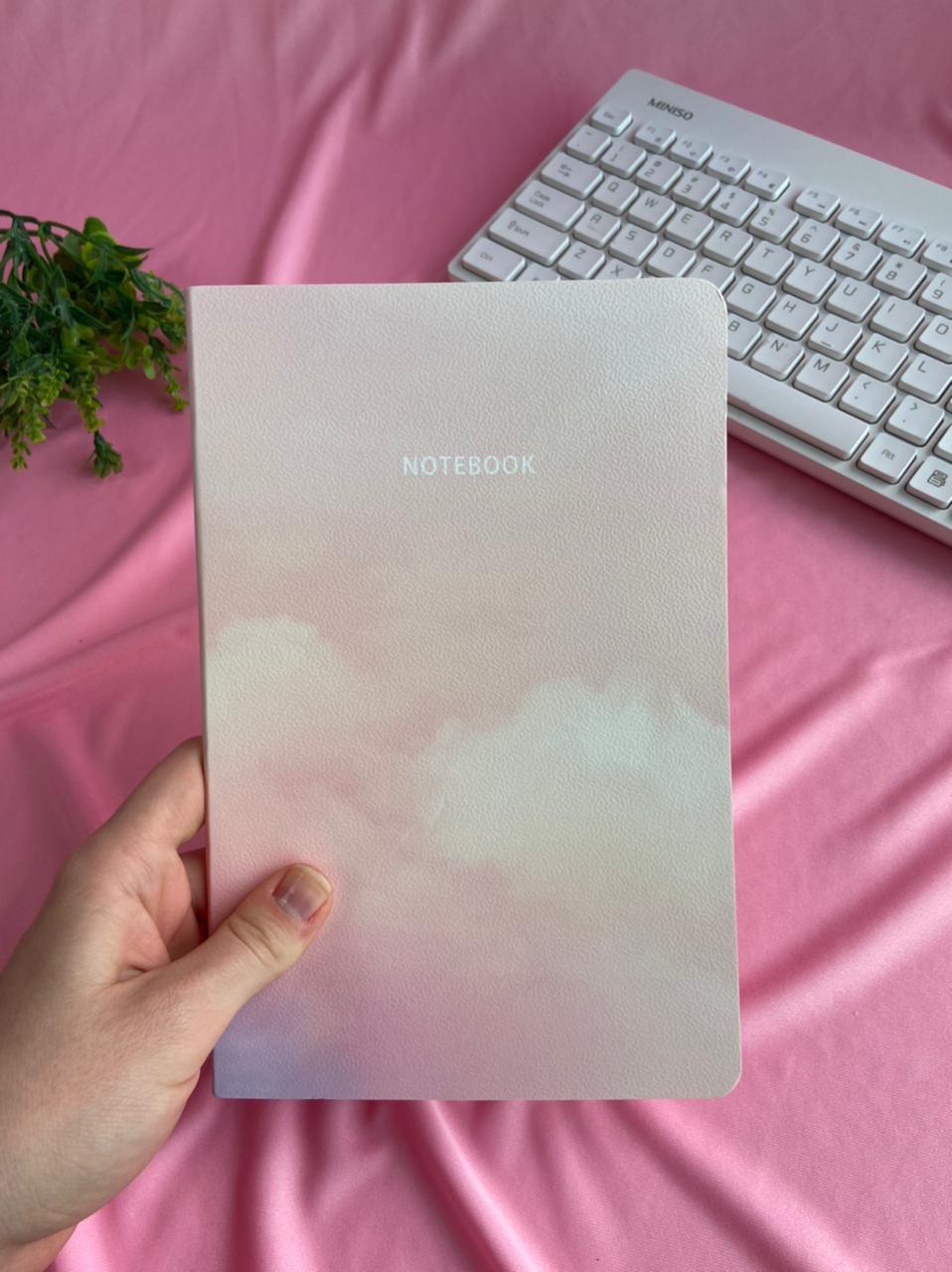Caderneta Grampeada Pautada Universitária Nuvem | Importado