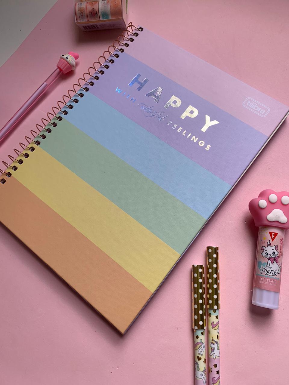 Caderno Happy Colegial Capa Dura Folhas Coloridas e Folhas brancas com Pauta 80 folhas | Tilibra