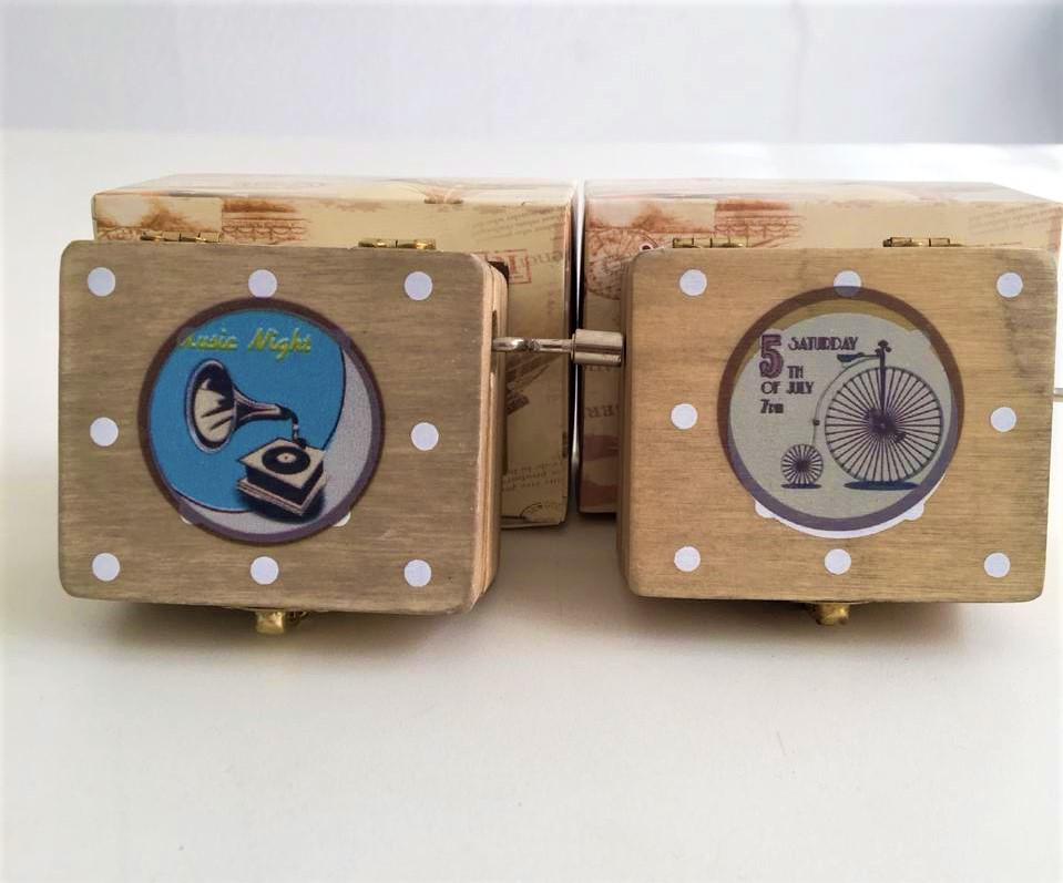 Caixinha de Música Madeira - Music Box   Importado