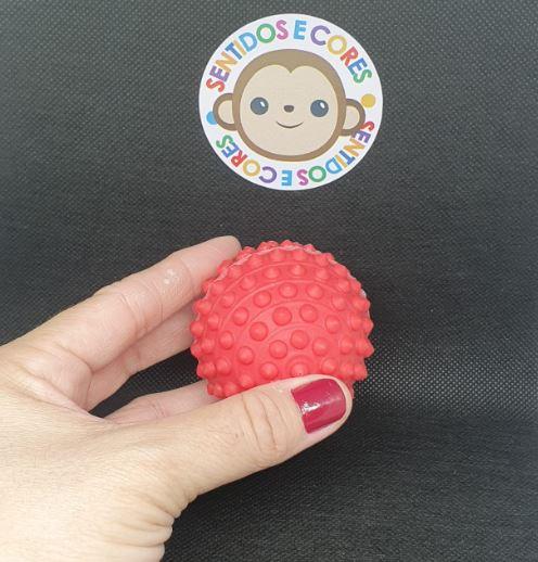 Mini Bola de Vinil & Cravos - Vermelha Anti Stress