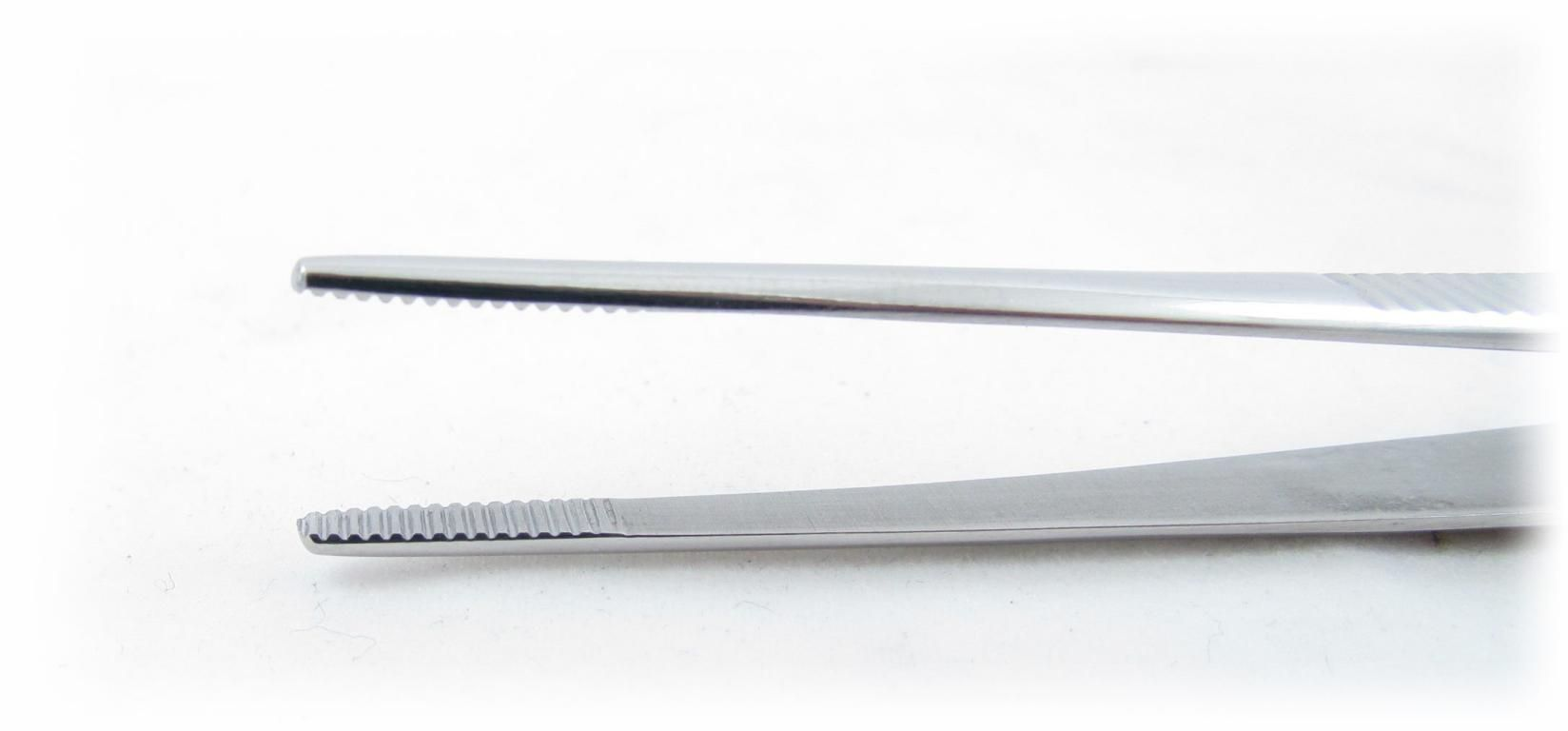 Pinça Dissecação com serrilha 14,5cm