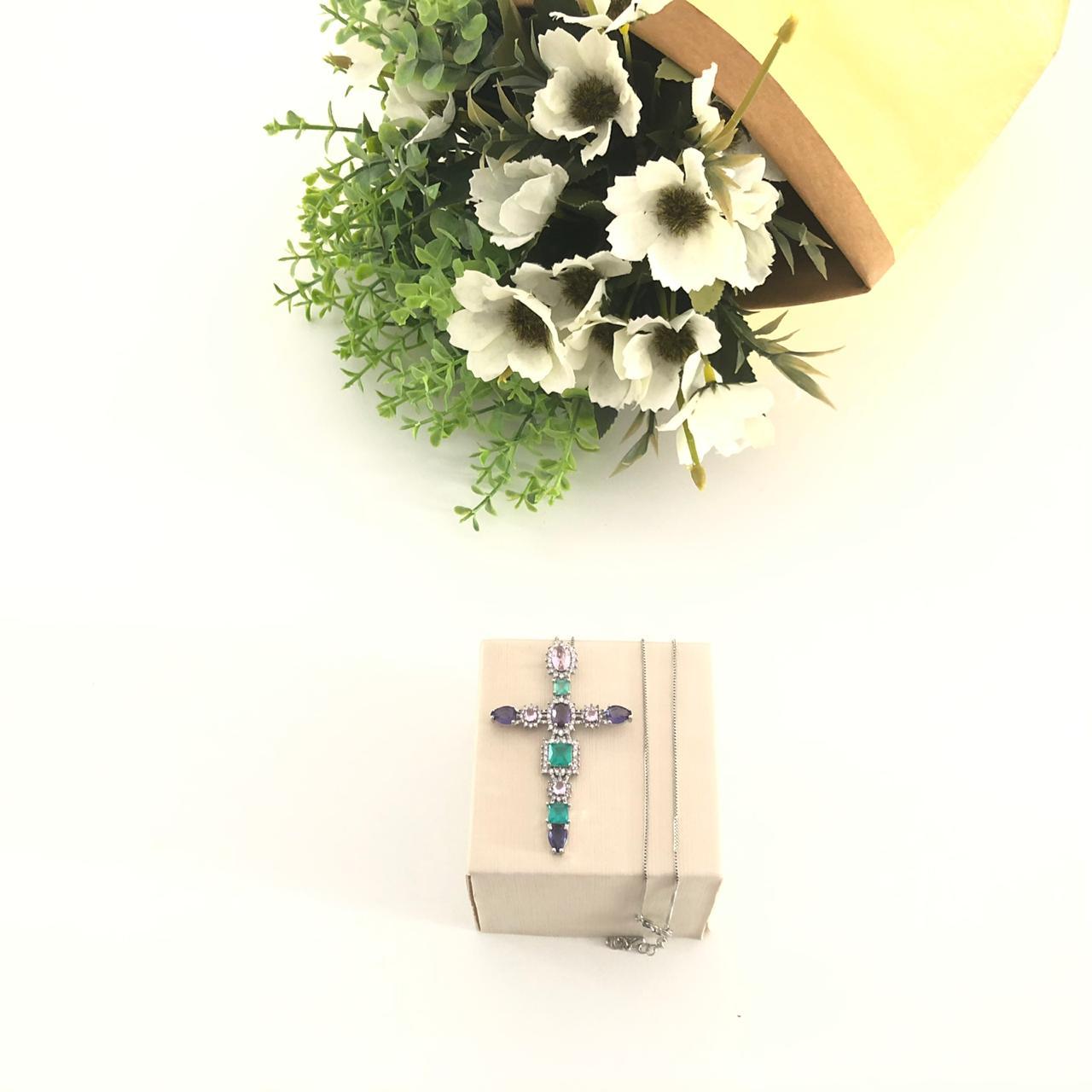 Colar Crucifixo com Cristais
