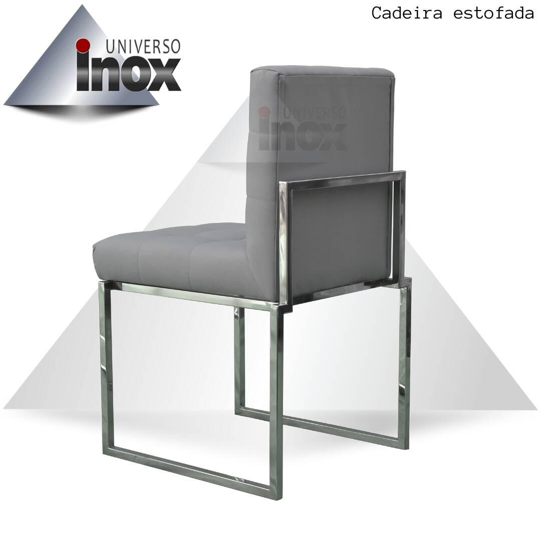 Cadeira estofada Quadrada com estrutura em aço inox