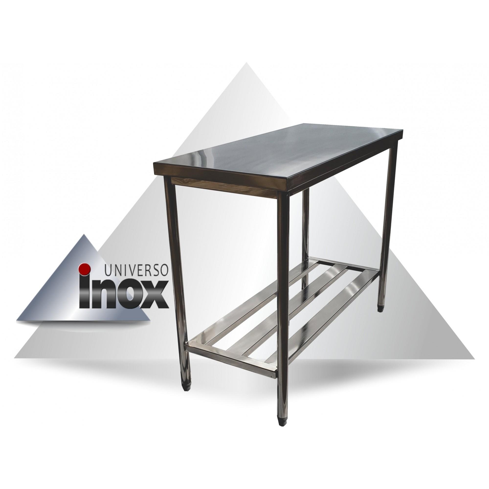 Mesa com prateleira gradeada