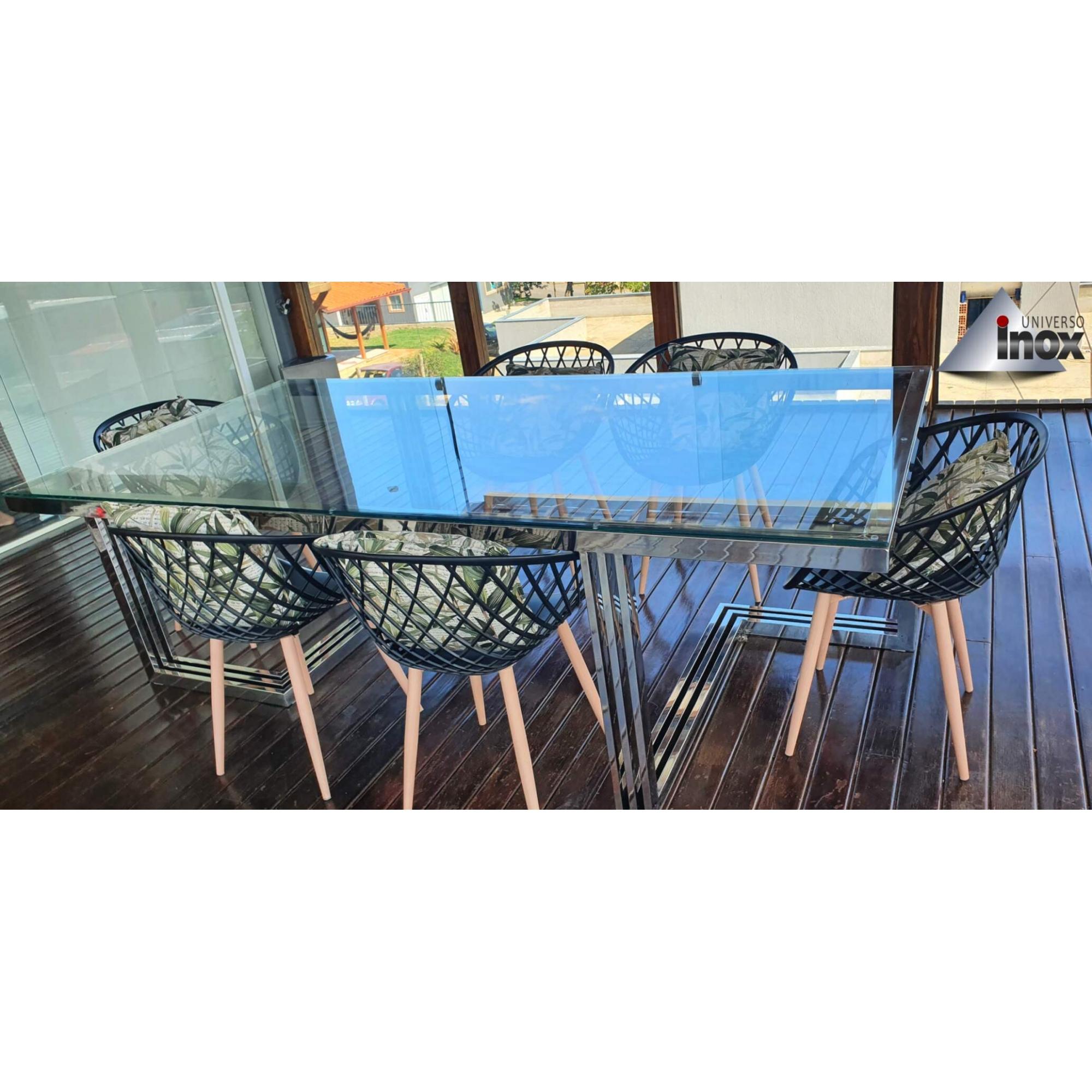 Mesa de Jantar com Tampo de vidro e estrutura em aço inox