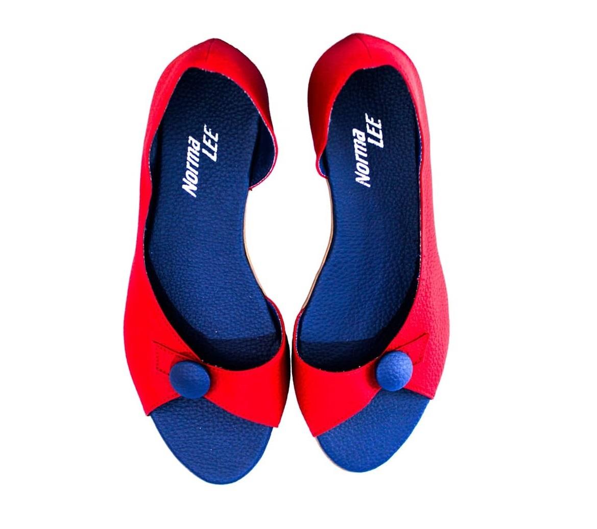 Sandália Belinha vermelha solado azul