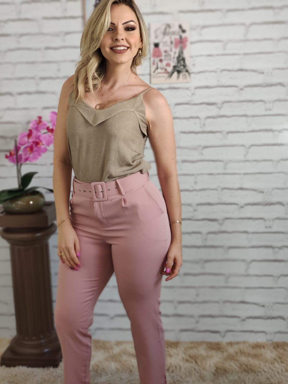 Blusa Alça Detalhe Colo Bege + Calça Skinny Cinto Encapado Rosa