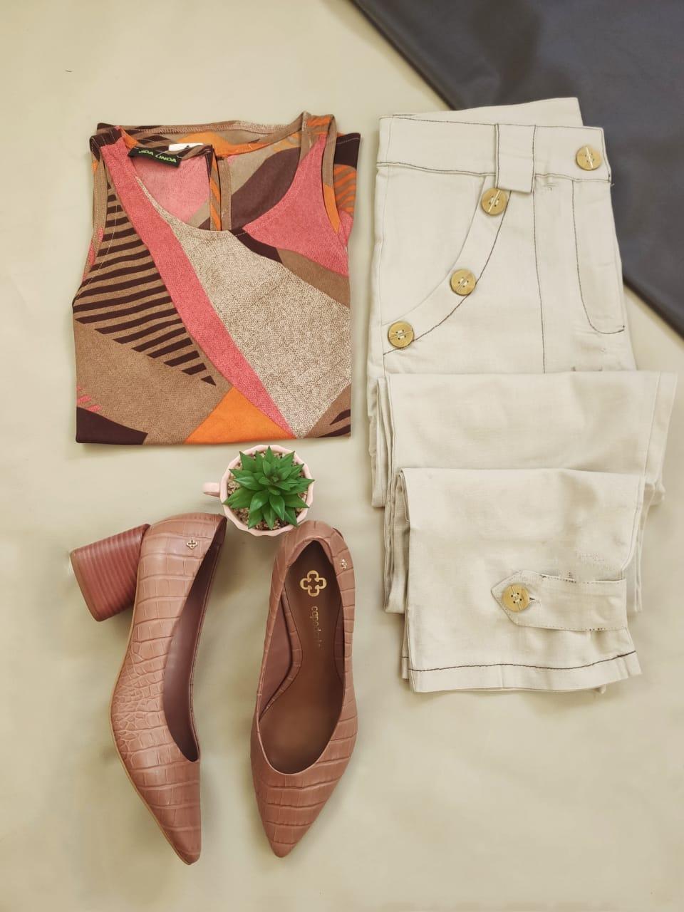 Blusa Cava Americana Estampada Rosa + Calça Skinny Botões Bolso Nude