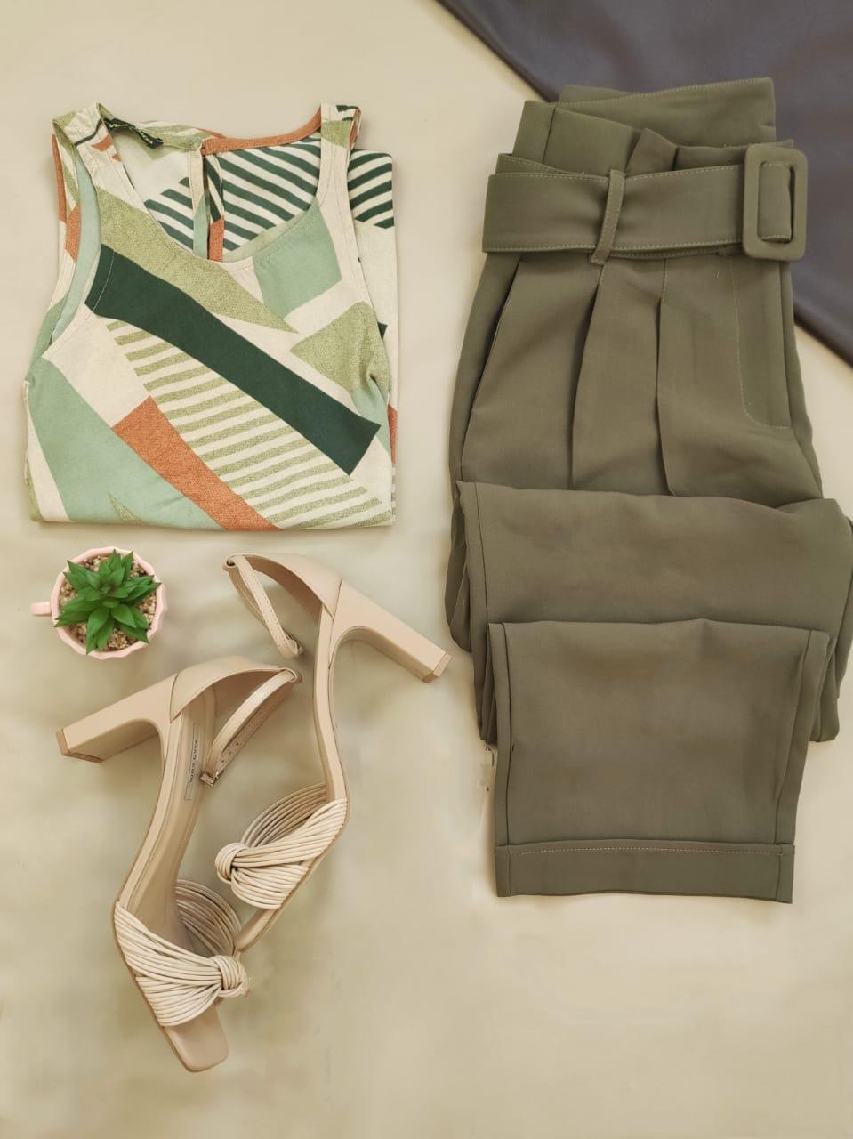 Blusa Cava Americana Estampada Verde + Calça Skinny Clochard Cinto Encapado Verde