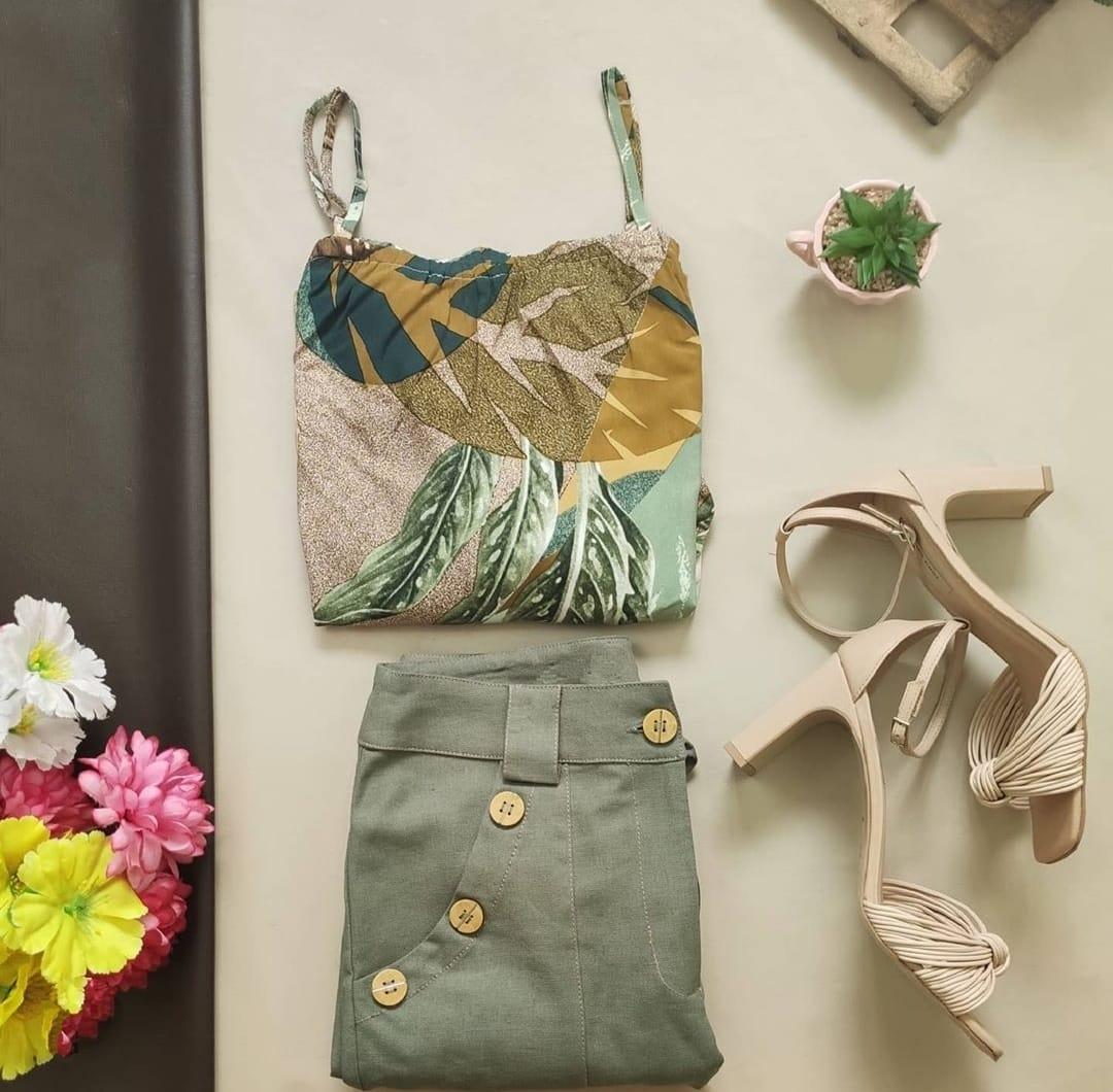 Blusa Ciganinha Manga 3/4 + Calça Skinny Botões Bolso Verde