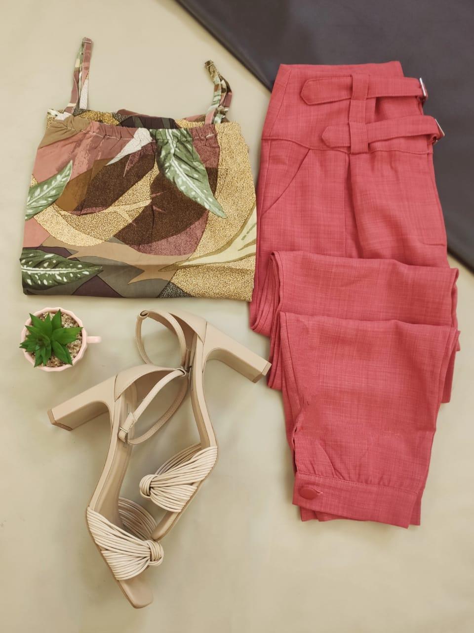 Blusa Ciganinha Manga 3/4 Estampada Rosa + Calça Skinny Detalhe Fivelas Frontais Rosa