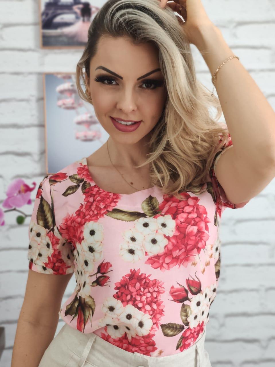 Blusa Manga Curta Estampa Flores Rosa
