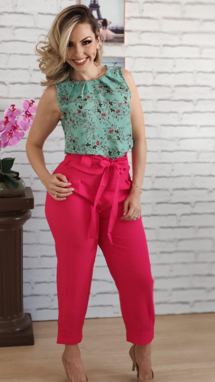 Blusa Regata Estampada Verde + Calça Skinny Detalhe em Cinto Cereja