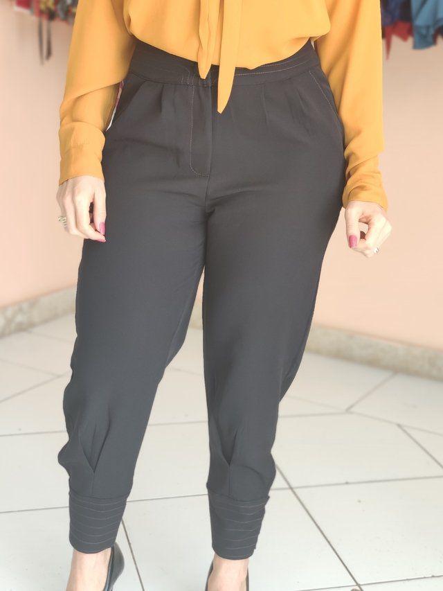 Calça Skinny Detalhe Pesponto Preta