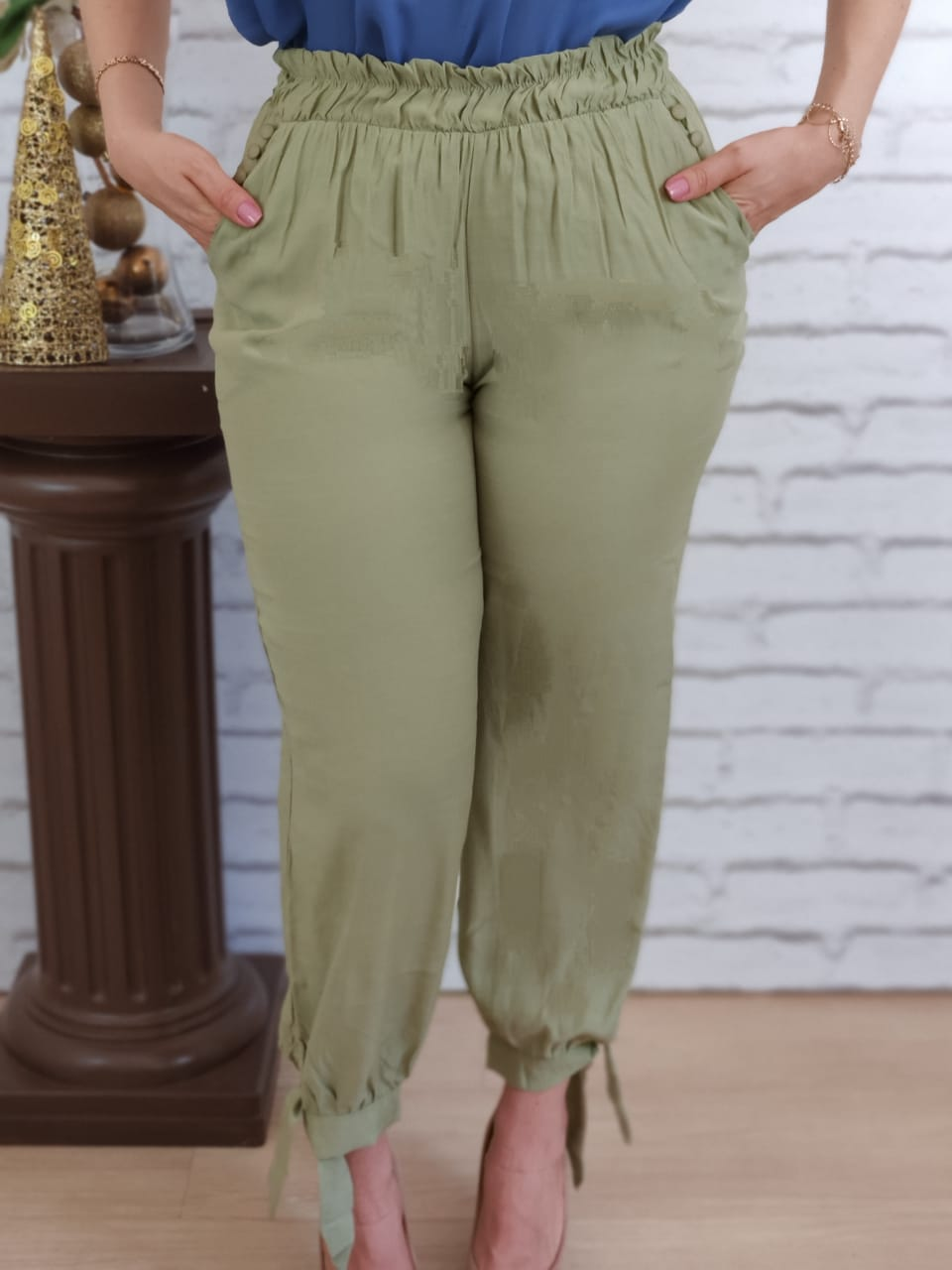 Calça Skinny Elástico e Laço Barra Verde