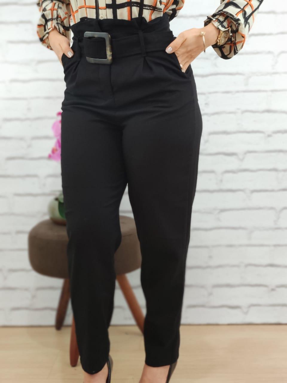 Calça Skinny em Viscolinho Detalhe Cinto Preta