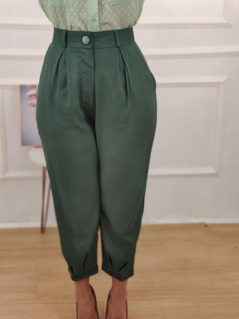 Calça Skinny em Linho Detalhe Pregas Verde