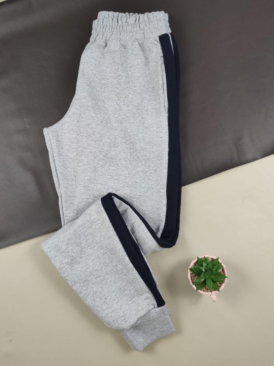 Calça Skinny em Moletinho Listrado Cinza