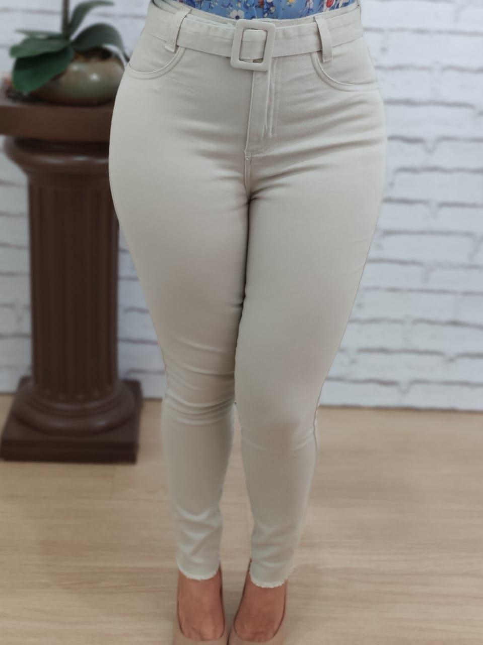 Calça Skinny em Sarja Bege