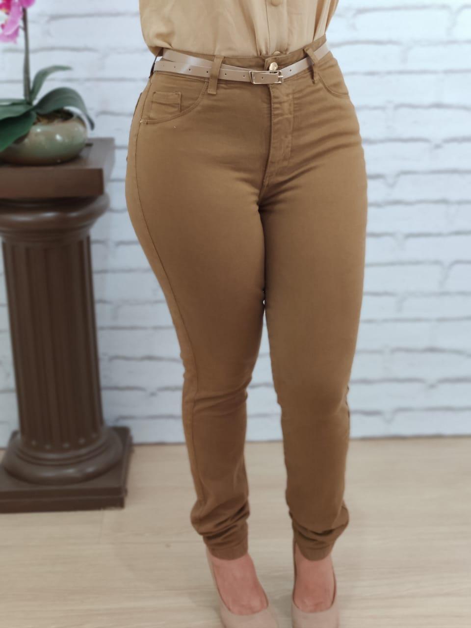 Calça Skinny em Sarja Cinto Caramelo